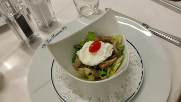 Salade de cailles aux pleurotes aromatisées au vinaigre de framboise-min